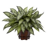 Triple Silver Queen w/Hexagon Vase